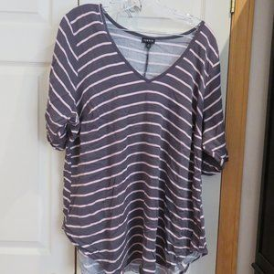 EUC Torrid 1/2 sleeve top, pink and grey striped.
